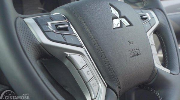 Tombol fitur pada setir Mitsubishi Outlander PHEV 2019