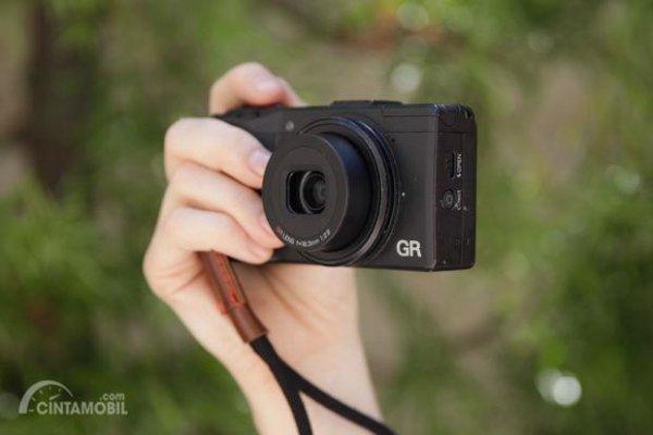 Kamera untuk memfoto