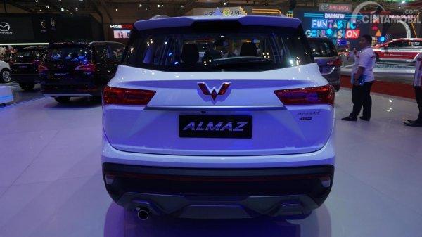 eksterior belakang Wuling Almaz Smart Enjoy Manual 2019 berwarna putih