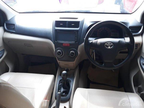 interior Toyota Avanza 2012 berwarna hitam