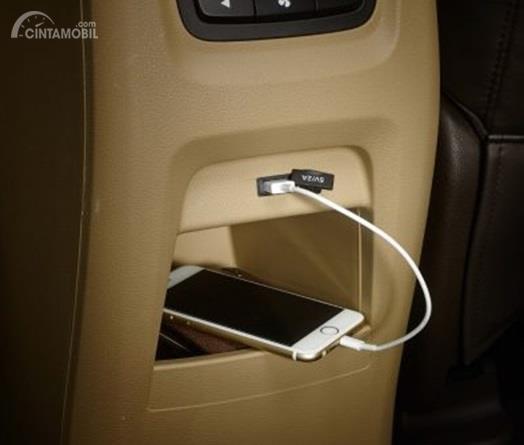 Fitur Wuling Cortez 1.5 S sudah dilengkapi USB Socket dan sabuk pengaman di semua kursinya