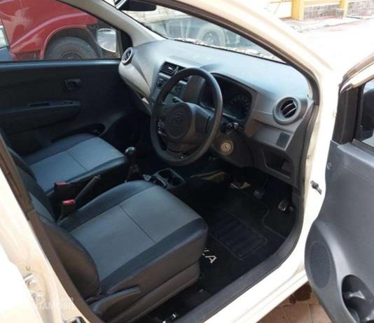 Interior Daihatsu Ayla 1.0 D cukup lega namun sayang masih sarat akan fitur hiburan