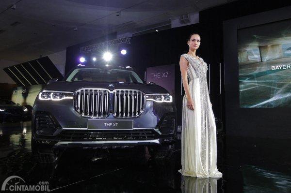 Foto BMW X7 The President tampak dari depan terlihat gagah