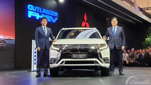 Foto Mitsubishi Outlander PHEV saat diluncurkan di GIIAS 2019