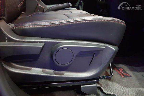 Foto Kursi pengemudi Wuling Confero S yang kini dilengkapi pengaturan ketinggian