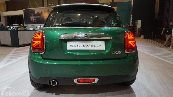 tampilan belakang MINI 60 Years Edition 2019 berwarna hijau