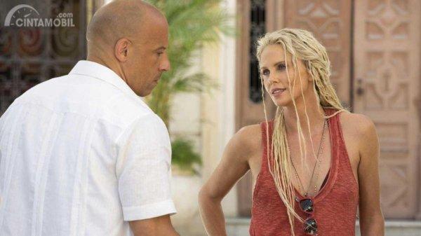 Charlize Theron dan Vin Diesel pada Fast & Furious 8
