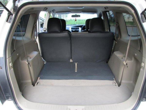 bagasi Nissan Grand Livina berwarna beige
