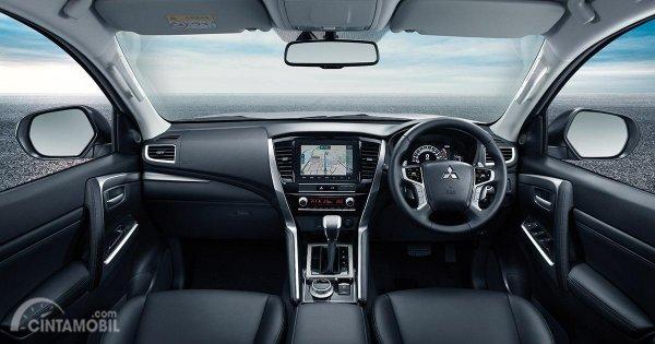 Gambar menunjukkan Layout dasbor New Mitsubishi Pajero Sport 2019