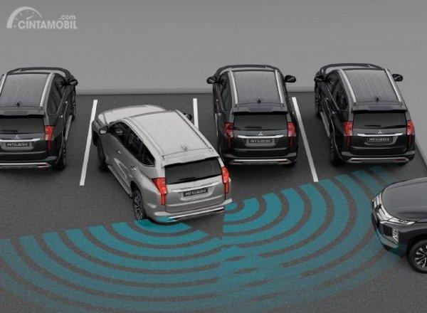 Gambar menunjukkan fitur Rear Cross Traffic Alert Di New Mitsubishi Pajero Sport 2019