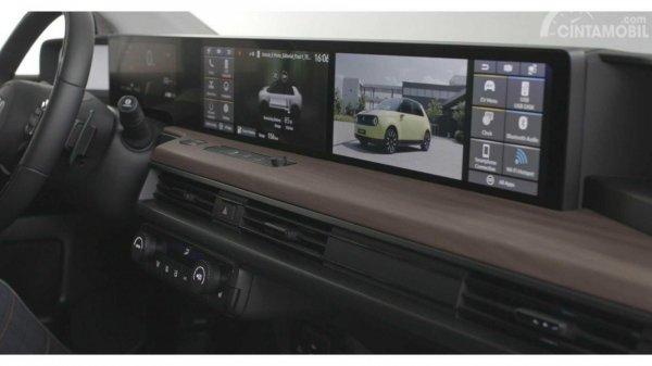 sistem infotainment pada layar di dasbor Honda E