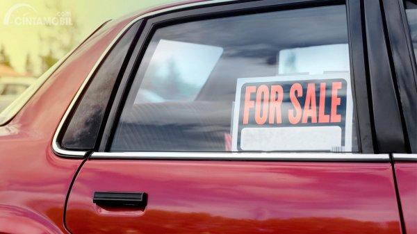 Mobil bekas dijual