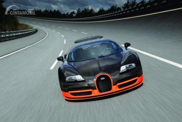 Eksterior Depan Bugatti Veyron 2010 memiliki wajah yang futuristik, radikal namun juga agresif