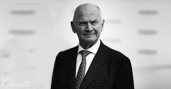 Ferdinand Piech adalah sosok awal yang punya impian ingin membangun mobil Bugatti Veyron