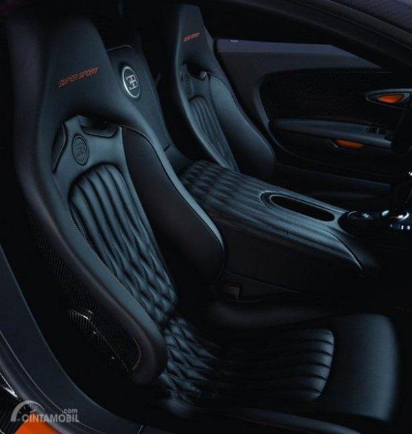 Kursi Bugatti Veyron 2010 hanya mampu menampung dua orang saja