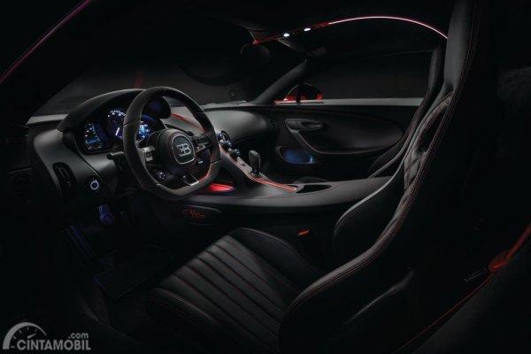 Foto menampilkan Bugatti Chiron Sport 2018 dari area interior dalam
