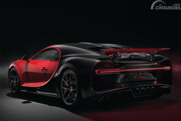 Foto menampilkan Bugatti Chiron Sport 2018 dari eksterior belakang