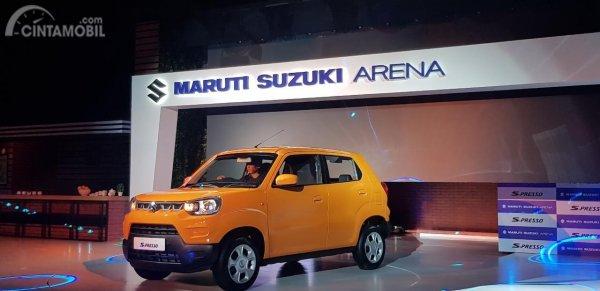 Gambar menunjukkan tampilan samping Suzuki S-Presso 2019 berwarna orange