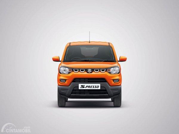 Gambar menunjukkan Tampilan depan Suzuki S-Presso 2019 berwarna orange
