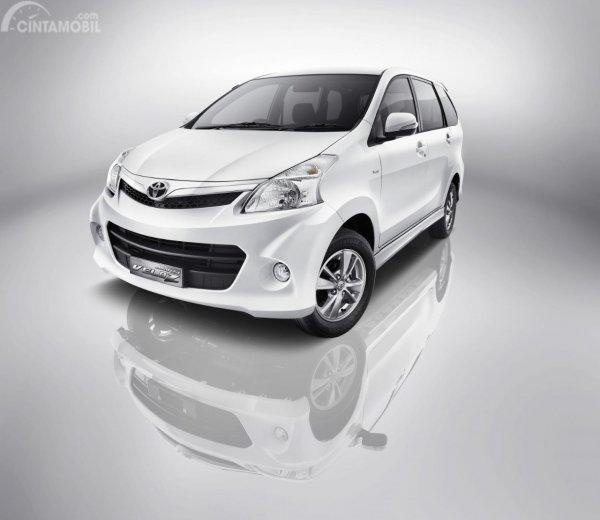 Gambar menunjukkan Toyota Avanza Veloz 2011