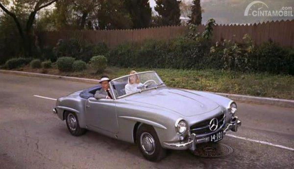 Foto Mercedes-Benz 190 SL saat digunakan Grace Kelly dalam film High Society