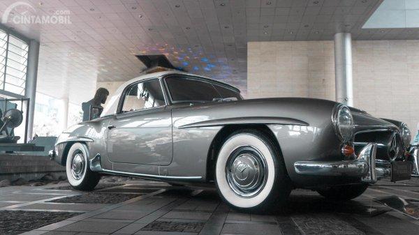 Foto Mercedes-Benz 190 SL 1956 dari eksterior samping