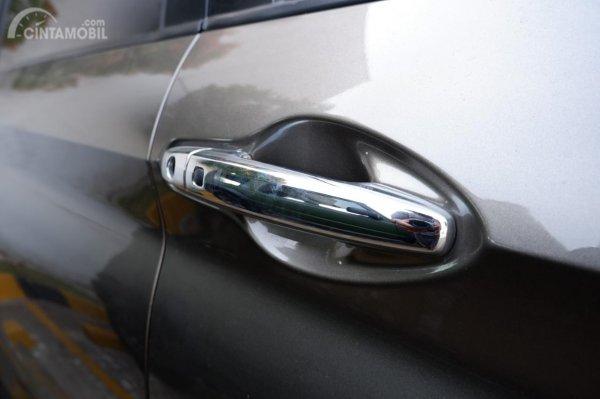 Gambar menunjukkan Handle pintu Suzuki Ertiga GX 2019