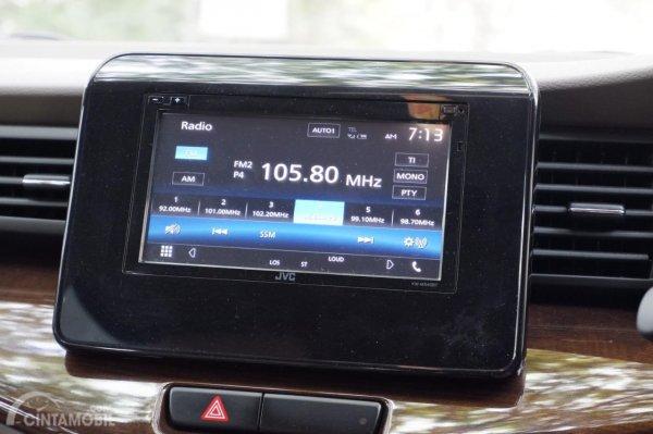 Gambar menunjukkan In-Car Entertaiment System Suzuki Ertiga GX 2019
