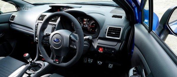 Gambar menunjukkan layout dasbor Subaru WRX STI EJ20 Final Edition 2019