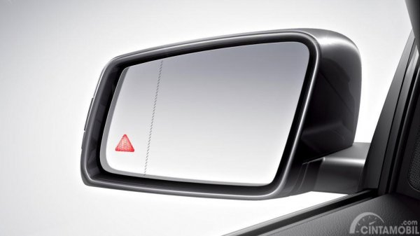 Blind Spot Mercedes-Benz E200 Avantgarde Line 2019 merupakan fitur terbaru yang punya fungsi memberikan notifikasi audio saat mendeteksi objek pada titik buta