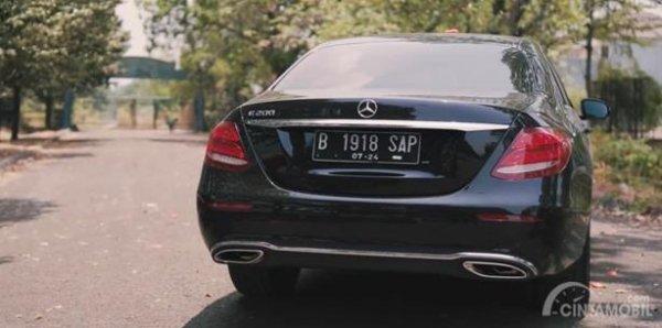 Eksterior Belakang Mercedes-Benz E200 Avantgarde Line 2019 dihias apik dengan Twin Tailpipe yang dilapisi aksen krom