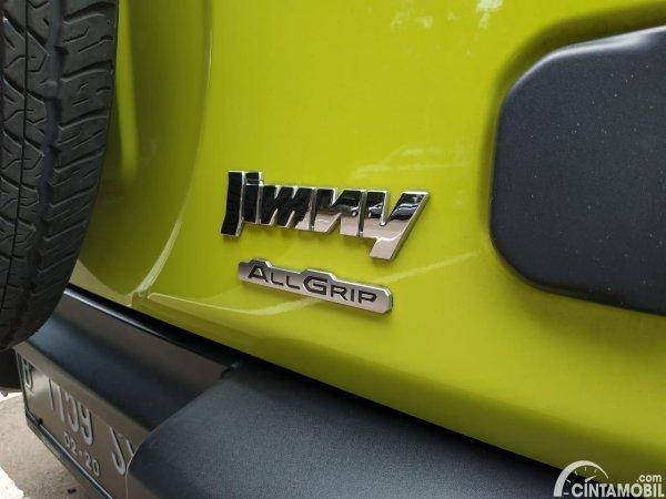 Foto emblem Jimny All Grip di Suzuki Jimny JB74