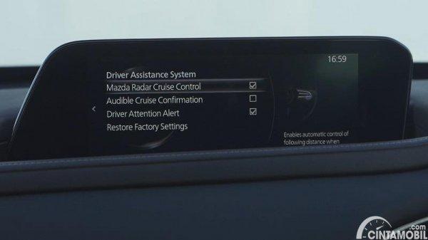 layar sentuh Mazda CX-30 2020 berwarna hitam