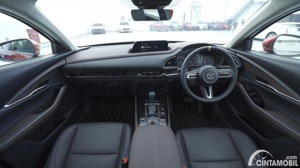 dashboard Mazda CX-30 2020 berwarna hitam