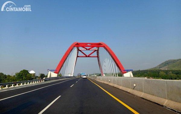 Foto Jembatan Kali Kuto di jalan Tol Semarang-Batang