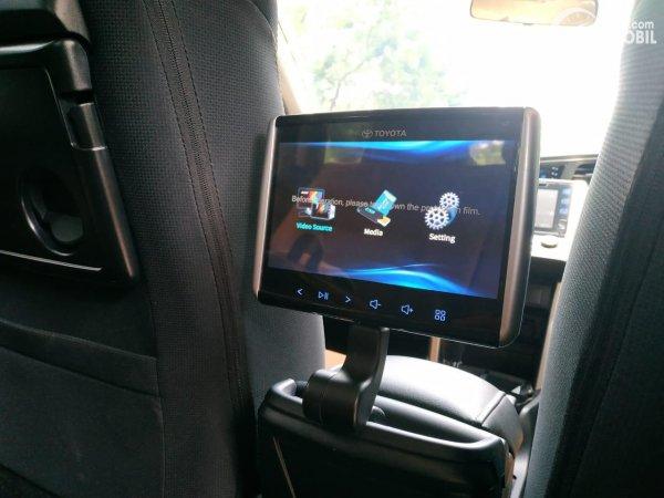 Gambar menunjukkan In-Car Entertaiment System Toyota Kijang Innova 2.0 V AT 2019