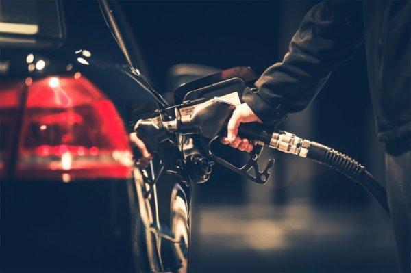 mengisi bensin