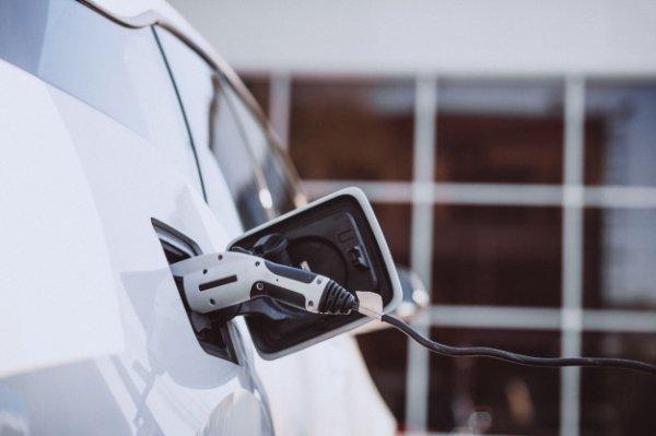 penggunaan mobil listrik