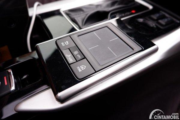 Foto Touchpad Mitsubishi Eclipse Cross Ultimate AT 2020