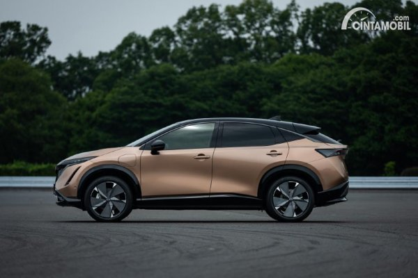 Tampilan samping Nissan Ariya 2021