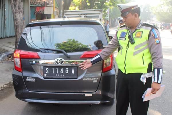 Modifikasi Plat Nomor Mobil yang Ditilang