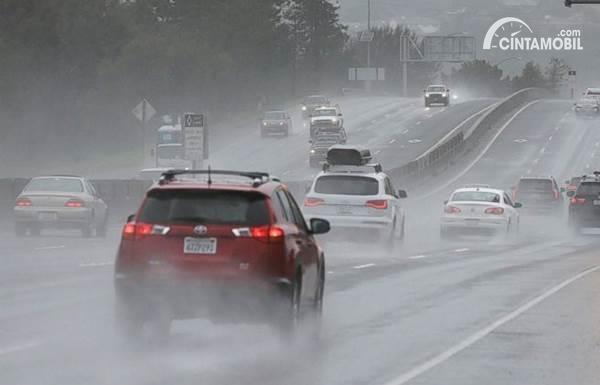 Jalan Basah Akibat Hujan