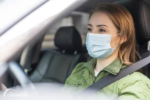 Ingat, Jangan Sembarang Simpan Masker di Mobil