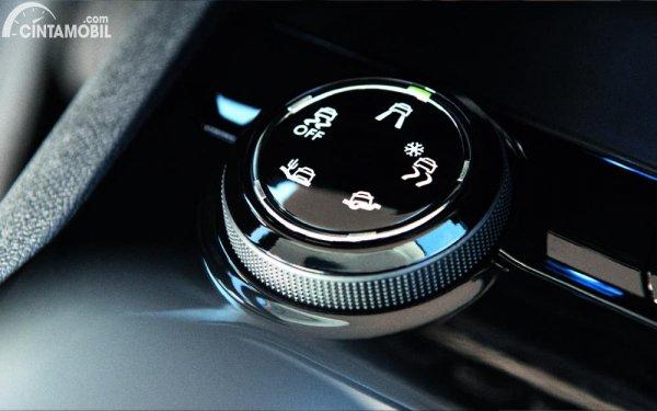 grip control Peugeot 3008 Allure Plus 2020 berwarna hitam