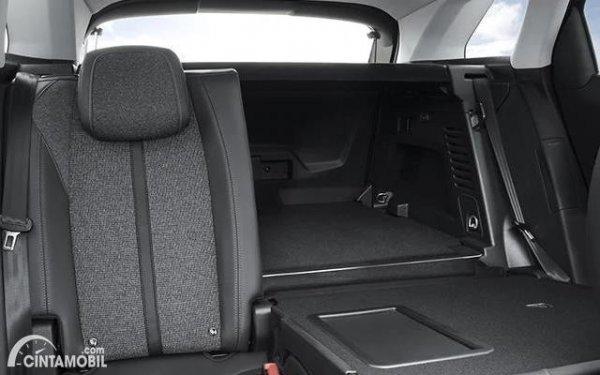 bagasi Peugeot 3008 Allure Plus 2020 berwarna hitam