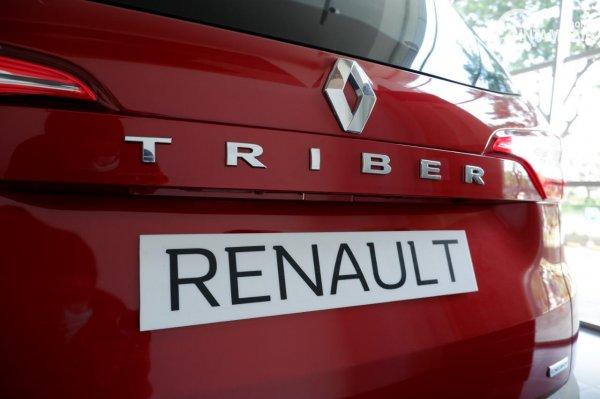 Foto emblem TRIBER di Renault Triber