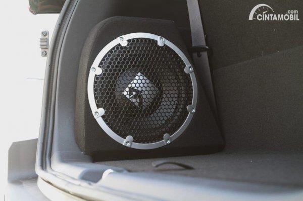 Gambar subwoofer Mitsubishi Xpander Cross Rockford Fosgate Black Edition
