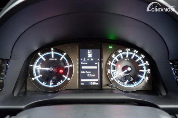 Foto panel instrumen Toyota Innova Venturer 2020