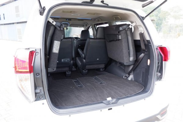 Foto bagasi Toyota Innova Venturer 2020
