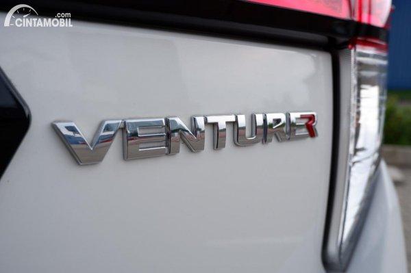 Foto emblem Venturer di Toyota Innova Venturer 2020